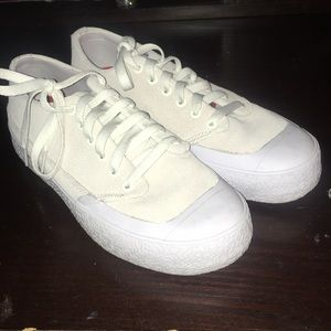DC t funk low s Size 8 Brand New